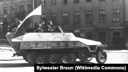 Захваченный повстанцами немецкий танк, 14 августа 1944 г.