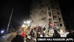 На разборе завалов после взрыва в Идлибе