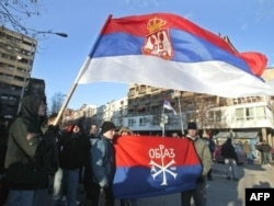 """Članovi """"Obraza"""" na jednom od protesta u Mitrovici"""