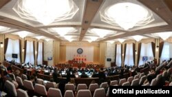 Кыргыз депутаттарынын басымдуу бөлүгү бизнес чөйрөсүнөн келгени айтылып жүрөт.