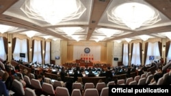 Кыргыз парламенти.