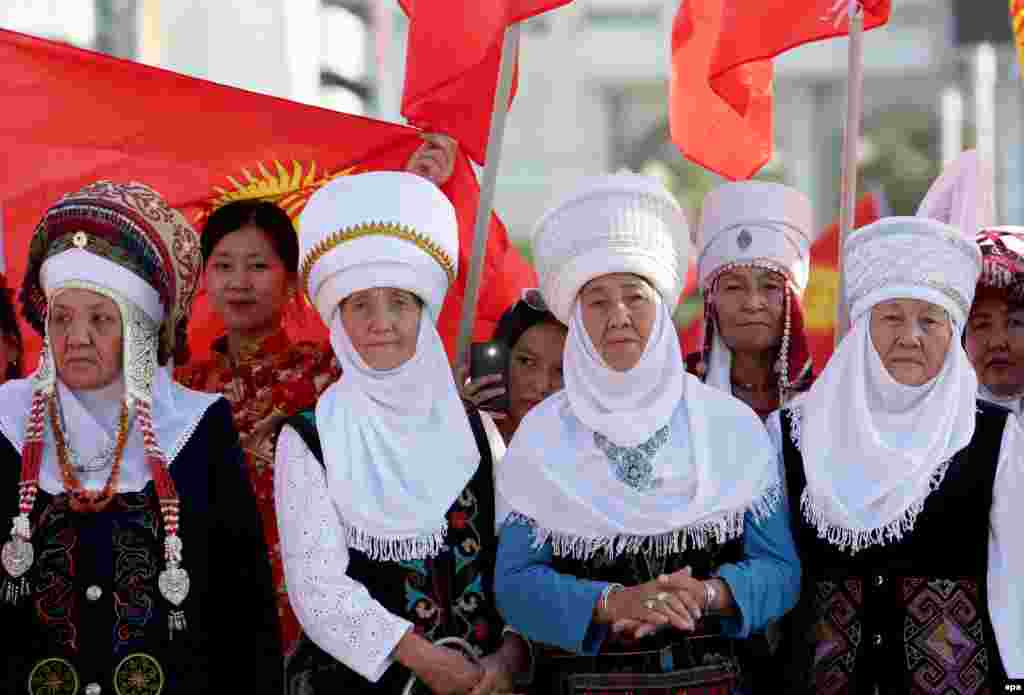 Kyrgyz women in festive national costume attend the celebration of their country's Independence Day in Bishkek on August 31. (epa/Igor Kovalenko)