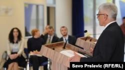 Šef Delegacije Evropske unije u Crnoj Gori Mitja Drobnič prezentuje izvještaj na konferenciji za novinare, 10. novembar 2015