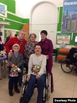 Волонтеры в интернате для инвалидов
