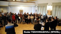 Руководитель «Центра черкесской культуры» кавказовед Мераб Чохуа рассказал о работе над созданием информационной базы о выдающихся черкесах. В планах также проведение в Грузии Дней черкесской культуры
