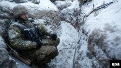 Український військовий на Донбасі, грудень 2016 року