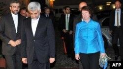 Саїд Джалілі (2-й л) і Катрін Аштон прибувають на переговори до консульства Ірану у Стамбулі, 18 вересня 2012 року