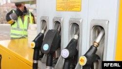 Бензин начал устойчиво дорожать