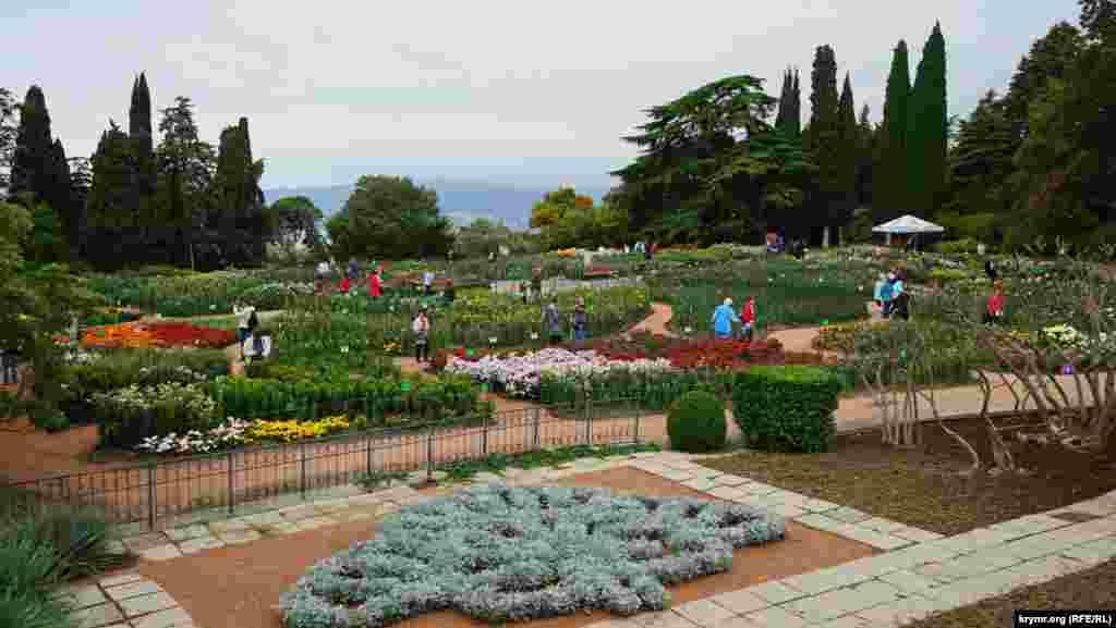 Головна частина Нікітського арборетуму – території, відведеної під культивацію квітів на відкритому ґрунті