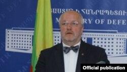 Министр обороны Литвы Юзас Олекас
