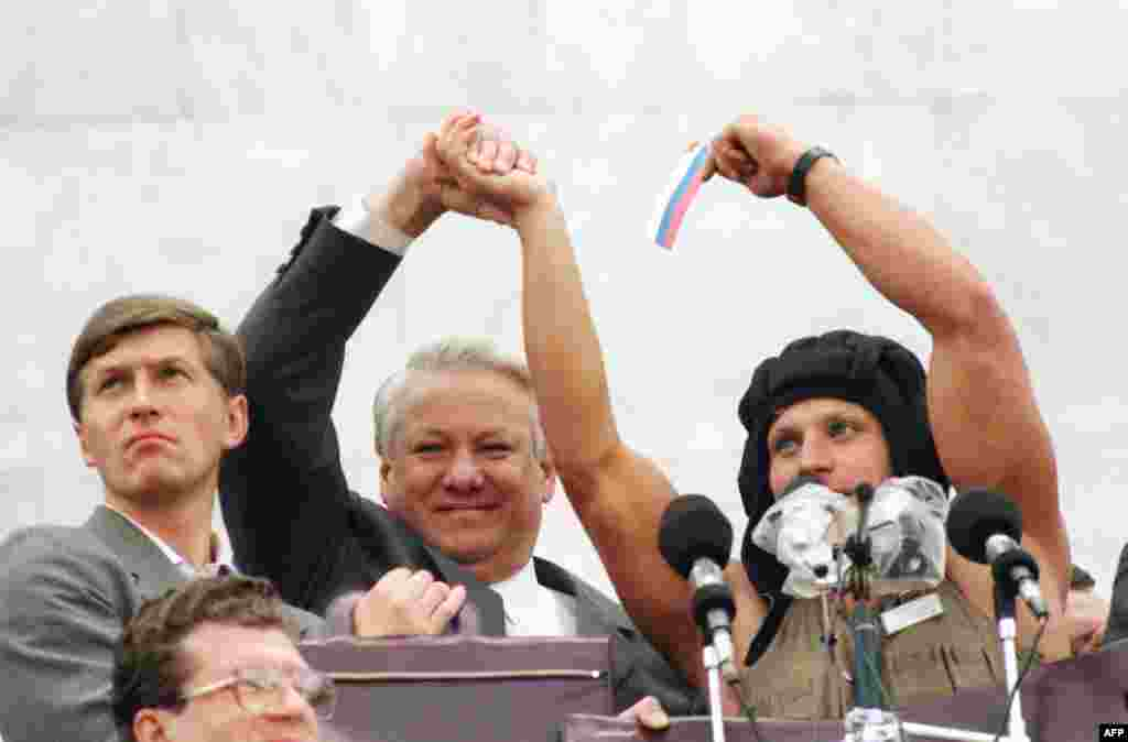 Russian President Boris Yeltsin and some 100,000 supporters celebrate the collapse of the coup on August 22, 1991.