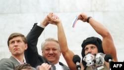 Президент РСФСР Борис Ельцин перед Белым домом 22 августа 1991 года