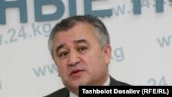 Ўмирбек Текебаев коалицион ҳукумат келишувига кўра парламент раислигига кўз тикаётган эди.