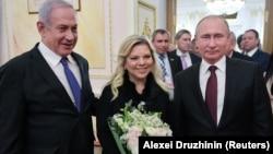 Rusiya prezidenti Vladimir Putin (sağda) fevralın 27-də İsrailin baş naziri Benjamin Netanyahu və onun xanımı Sara Netanyahu ilə görüşüb
