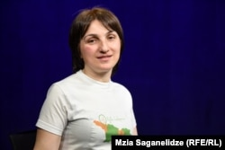 Светлана Чхвимиани в футболке с логотипом «Здесь мой дом»