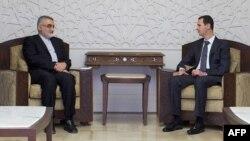 علاءالدین بروجردی (چپ)، رئیس کمیسیون امنیت ملی مجلس ایران، در کنار بشار اسد در دمشق
