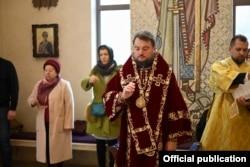 Митрополит Александр во время богослужения в Киеве