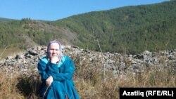 Фәүзия Бәйрәмова Себер курганнары янында
