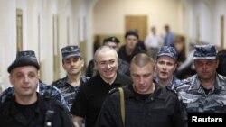 Михаил Ходорковский этапируется в суд. 2 июня 2011 года