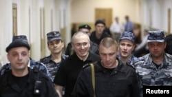 Михаил Ходорковский в Московском суде. 2 июня 2011 г