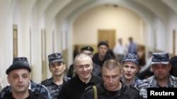 Михаил Ходорковский в здании суда