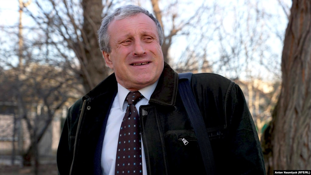 Journalist Mykola Semena after his court hearing in Crimea on February 28.