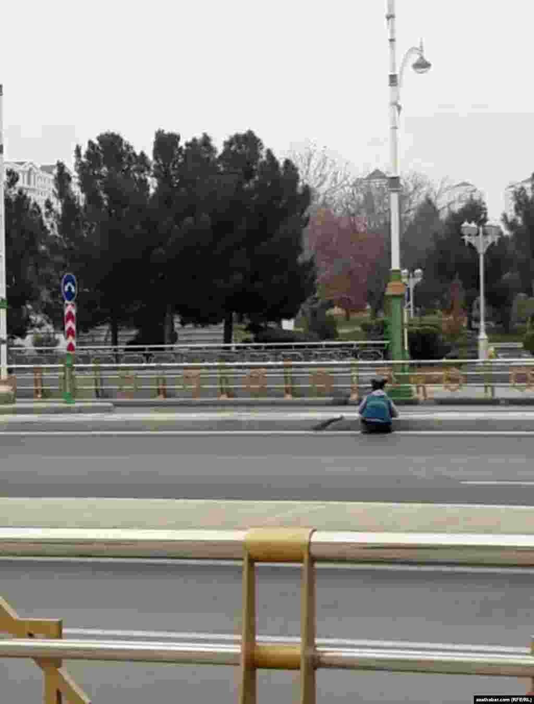 Уборка улиц в столице Туркменистана