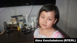 Первоклассница Хадия Турсун. Алматы, 11 июня 2014 года.