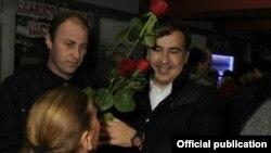 Саакашвили поздравляет женщин в метро, Тбилиси, 8 марта 2012