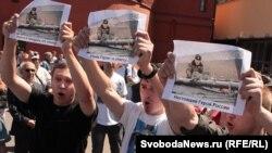 Митингующие требуют найти и покарать убийц экс-полковника Юрия Буданова (Москва, 12 июня 2011 года)