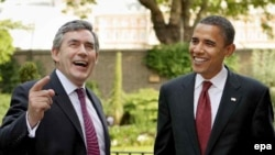 Gordon Brown (left) and Barack Obama in London