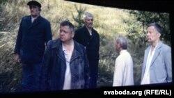 Асуджаныя ў чаканьні сьмерці (кадр зь фільму)