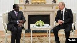 Роберт Мугабе в гостях у Владимира Путина в Кремле. 10 мая 2015 года