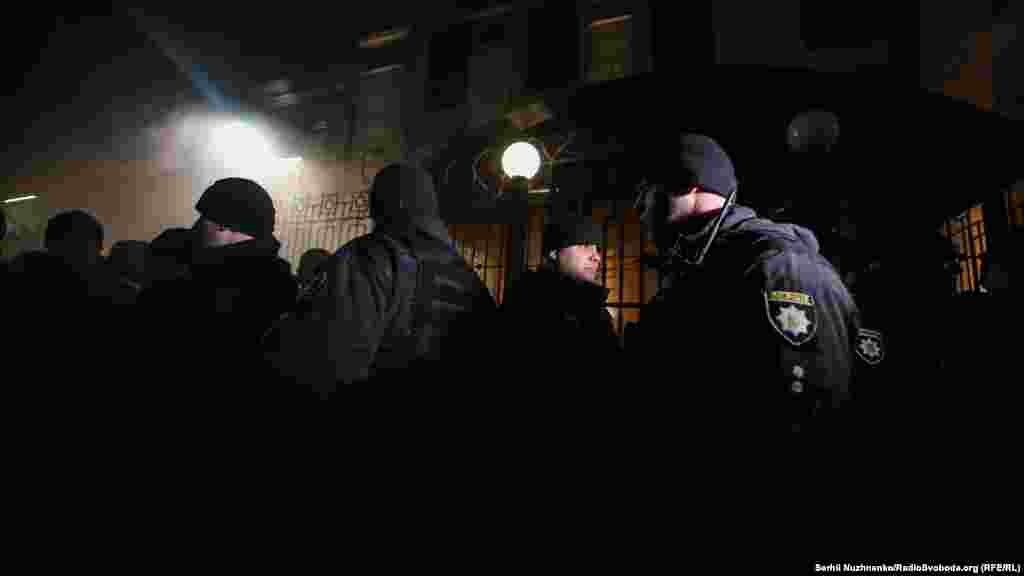 УКРАИНА - Украинската полиција извршила претрес во неколку цркви на Руската православна црква и во домови на руски свештеници во неколку градови што ги зголеми тензиите во земјата. Претресот бил во рамките на истрагата за сомневања за ширење на говор на омраза и насилство, соопшти полицијата.