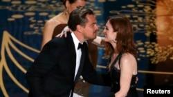 """Leonardo DiCaprio, duke pranuar çmimin për aktorin më të mirë, për filmin """"The Revanant"""""""