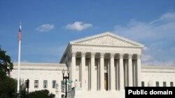 Здание Верховного суда США в Вашингтоне.
