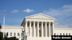 این دومین بار ظرف یک هفته اخیر است که دیوان عالی برخلاف نظر رئیسجمهوری آمریکا حکم صادر میکند.