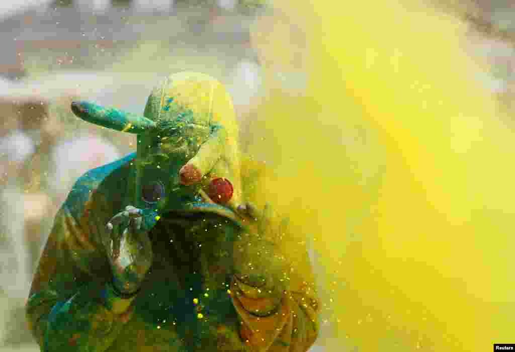 ყოველწლიური დღესასწაული Color Run კიევში. (REUTERS/Valentyn Ogirenko)