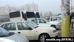Милицейский автобус в районе Куйлюка, на котором задержанных жителей областей доставили в отделение милиции.