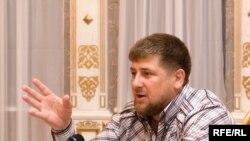 Çeçenistanyň prezidenti Ramzan Kadyrow öz rezidensiýasynda geçirilen söhbetdeşlikde, 8-nji awgust, 2009 ý.