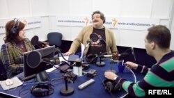Анна Качкаева, Дмитрий Быков и Владимир Милов в студии Радио Свобода