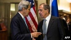 Американскиот државен секретар Џон Кери и рускиот министер за надворешни работи, Сергеј Лавров.