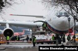 Самолет с высланными из США работниками российских дипмиссий прибыл в аэропорт Внуково