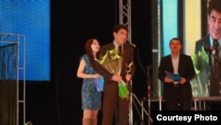 "RFE/RL Kyrgyz Service broadcaster Janarbek Akaev receives an award in Bishkek for ""Best TV Presenter"" in Kyrgyzstan before a crowd of 3000. (Photo courtesy of ""Super-Info"")"