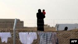 Женщина с ребенком в лагере для беженцев в Ираке. Иллюстративное фото.