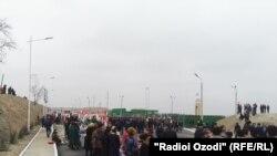 На таджикско-узбекской границе возобновили работу несколько КПП