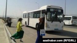 Änewde awtobus kösençligi dowam edýär
