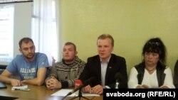 Арганізатары кампаніі байкоту Аляксандар Атрошчанкаў, Павал Вінаградаў, Віталь Рымашэўскі, Ірына Яскевіч.