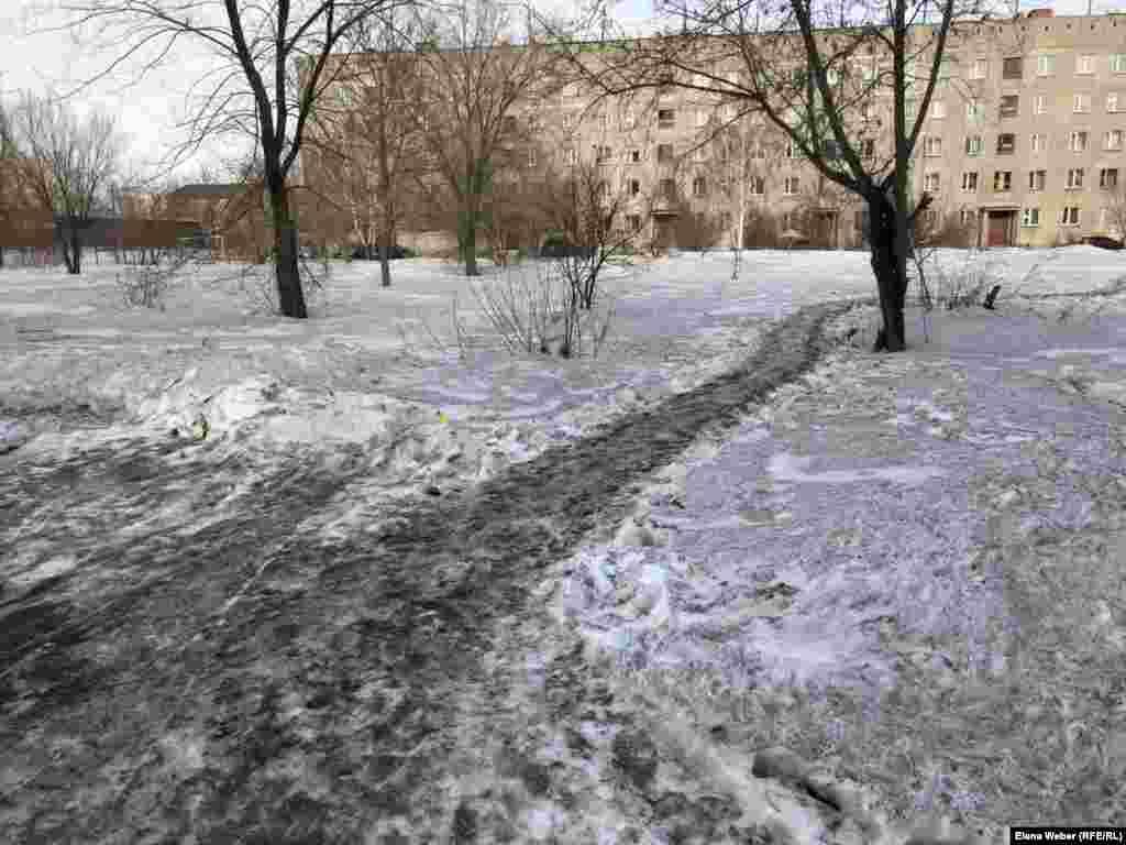 Увидеть белый снег в Темиртау можно очень редко. Буквально в течение двух часов после того, как выпали осадки. Потом сугробы темнеют.