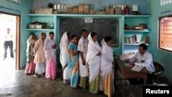 Сайлауға келген тұрғындар. Үндістан, 7 сәуір 2014 жыл.